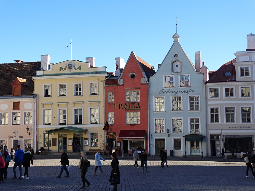 Fachadas coloridas na cidade velha de Tallinn | Colourful little houses in Tallinn's Old Town