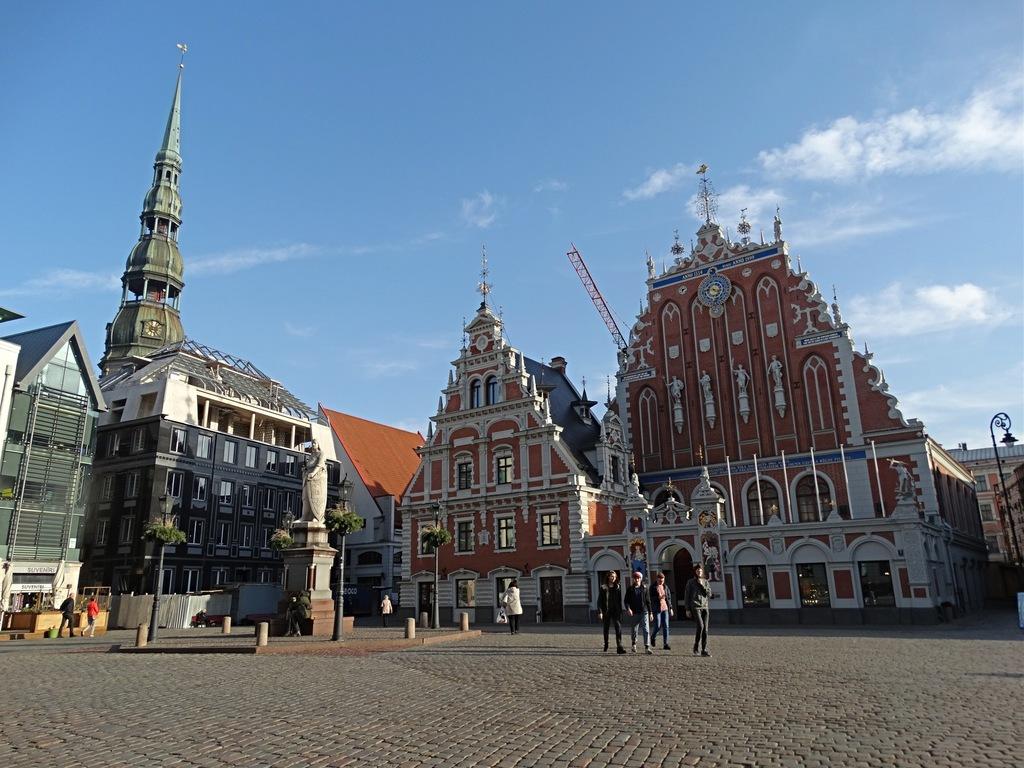Choque de estilos na principal praça de Riga | Clash of styles in Riga's main square