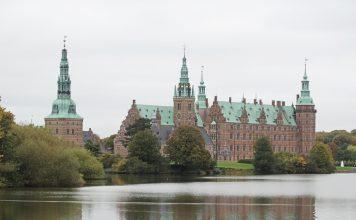 Frederiksborg Castle reflected on water | Palácio de Frederiksborg refletido na água