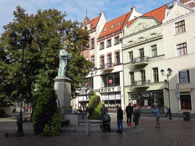Estátua de Copérnico - Um ponto de paragem obrigatório em Torun, Polónia