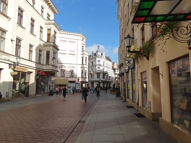 Szeroka, uma das principais ruas pedestres de Torun, Polónia